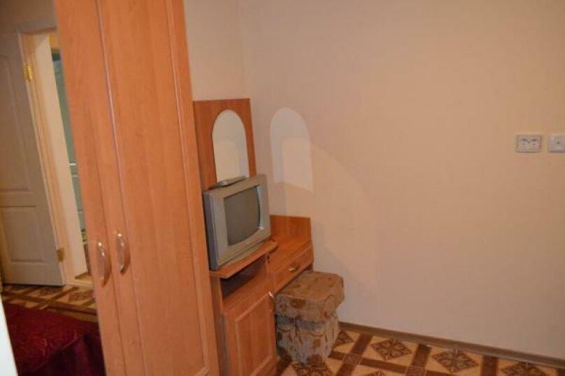 Четырехместный номер комфорт  с балконом (третий), улица Спендиарова, 18, Судак - Фотография 23