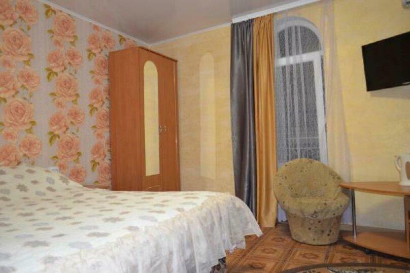 Четырехместный номер комфорт  с балконом (третий), улица Спендиарова, 18, Судак - Фотография 25