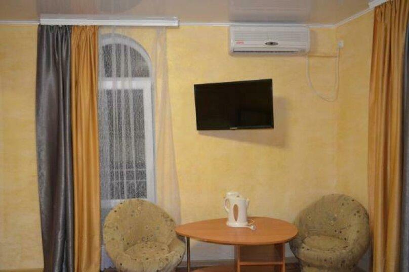 Четырехместный номер комфорт  с балконом (третий), улица Спендиарова, 18, Судак - Фотография 27