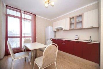 1-комн. квартира, 40 кв.м. на 4 человека, улица Костюкова, Белгород - Фотография 1