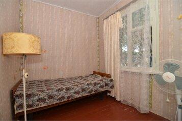 Номер в каменном домике:  Номер, Стандарт, 4-местный, 2-комнатный, Каменный дом на два номера, Майская улица, 58 на 2 номера - Фотография 4