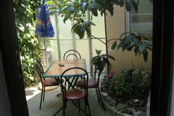 Капитальный двухкомнатный домик для отдыха, 48 кв.м. на 4 человека, 2 спальни, улица Спендиарова, Ялта - Фотография 1