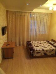 1-комн. квартира, 40 кв.м. на 3 человека, улица Челнокова, Севастополь - Фотография 1