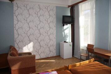 Квартира посуточно, улица Рубинштейна, 29/28 на 5 номеров - Фотография 1