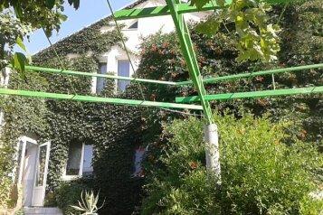 Гостевой дом , Севастопольская улица, 16 на 18 номеров - Фотография 2