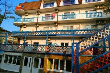 Мини- отель, улица Декабристов на 30 номеров - Фотография 1