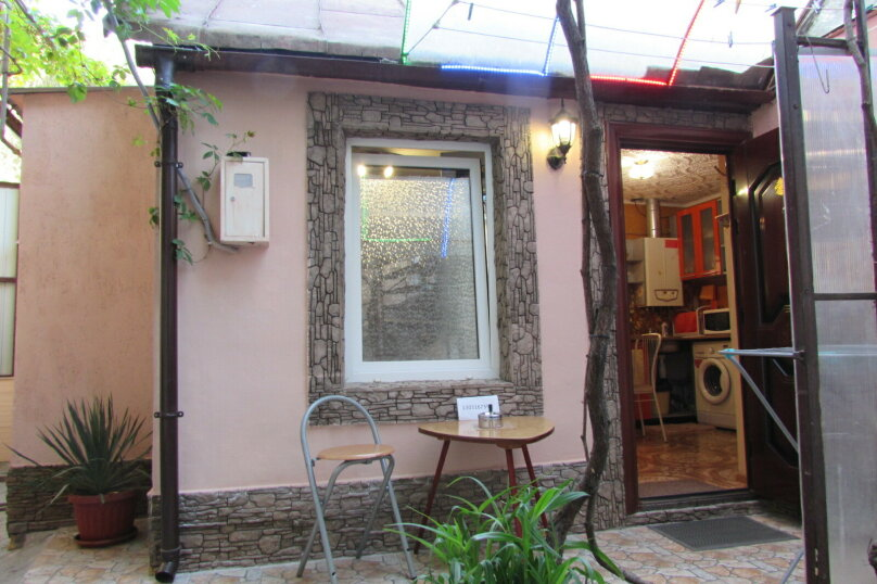 2-комн. квартира, 35 кв.м. на 4 человека, Среднеслободская улица, 11, Ялта - Фотография 1