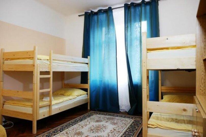 Койко-место в 10-местном номере, улица Орджоникидзе, 26Б, Сочи - Фотография 1