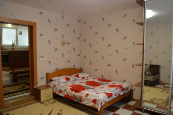 1-комн. квартира, 40 кв.м. на 4 человека, улица Владимира Хромых, 7, Алушта - Фотография 1