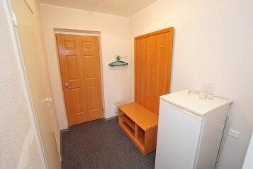 1 комнатный без балкона:  Номер, Эконом, 2-местный, 1-комнатный, Гостиный двор, Азовская улица на 15 номеров - Фотография 3