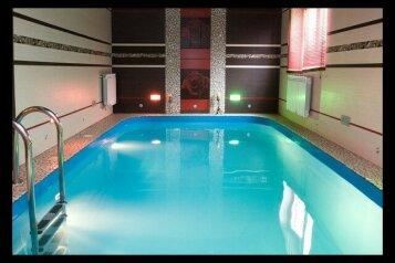 Дом, 420 кв.м. на 50 человек, 6 спален, пос. Шарташ, Таборинская улица, Екатеринбург - Фотография 1