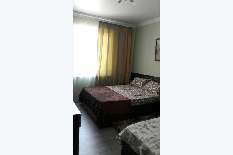 Трехместный с одной двуспальной кроватью и одной односпальной , улица Лазурная Поляна, 17А, Лермонтово - Фотография 1