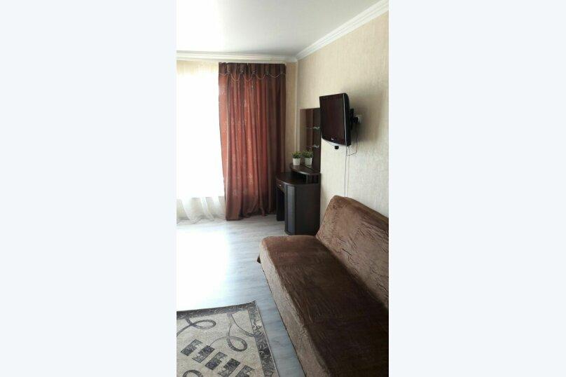 Четырехместный с одной двуспальной кроватью и одним двухместным диваном , улица Лазурная Поляна, 17А, Лермонтово - Фотография 1