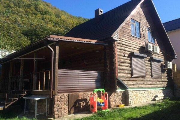 Гостевой дом , 160 кв.м. на 12 человек, 3 спальни, Набережная , 15Б, Небуг - Фотография 1