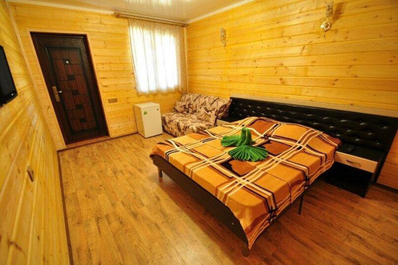 2-х местный с большой кроватью + 2 доп. места , Понтийская улица, 12, Витязево - Фотография 1