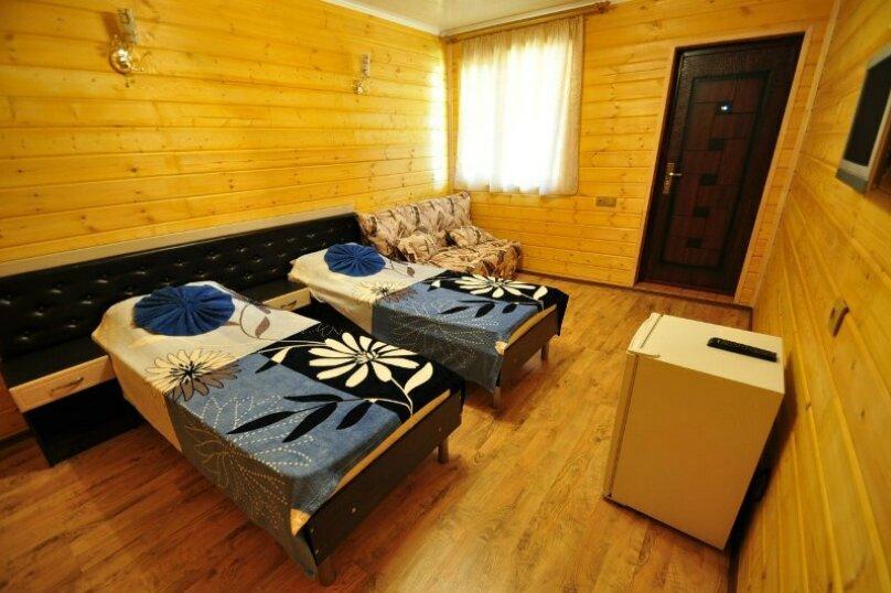 2-х местный с большой кроватью + 2 доп. места , Понтийская улица, 12, Витязево - Фотография 2