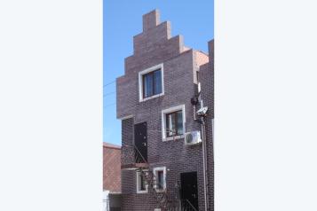 Небольшой частный гостевой дом, улица Толстого, 10 на 3 номера - Фотография 2