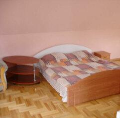 Небольшой частный гостевой дом, улица Толстого, 10 на 3 номера - Фотография 4