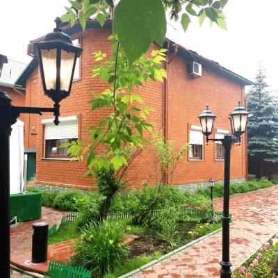 Большой коттедж класса люкс для размещения 40 гостей, 900 кв.м. на 40 человек, 13 спален, Озёрная улица, 13, Москва - Фотография 1