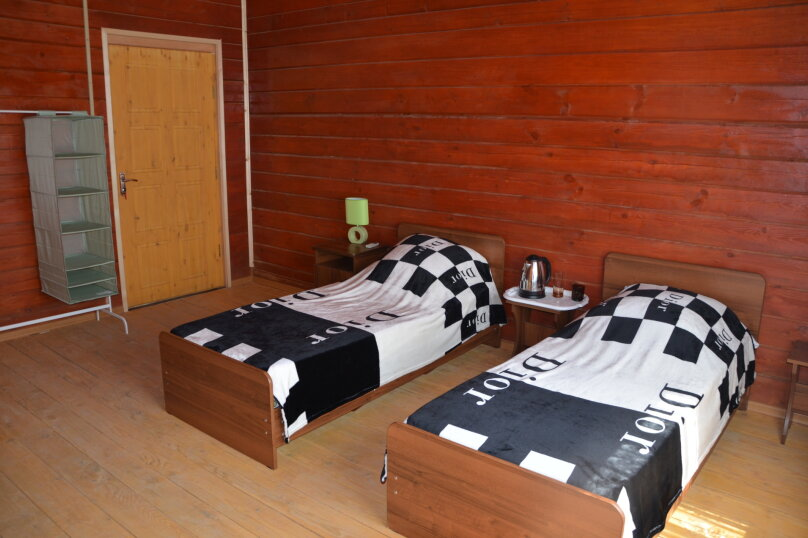 Номер с двумя  1,5 спальными кроватями, и с одним дополнительным местом ., с. Нижняя Хобза, ул. Нижнехобзинская улица, 15А, Вардане - Фотография 1