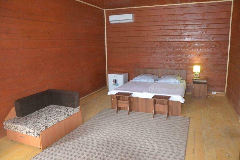 Номер с двухспальной кроватью, с диваном и с двумя дополнительными местами, с. Нижняя Хобза, ул. Нижнехобзинская улица, 15А, Вардане - Фотография 1