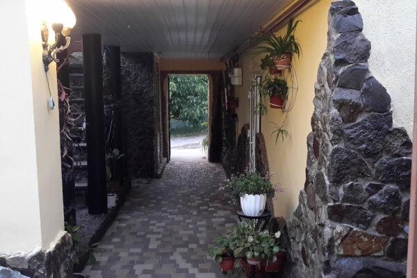 Шикарный двухкомнатный дом с двумя сан.узлами и двумя раздельными входами., 55 кв.м. на 6 человек, 2 спальни