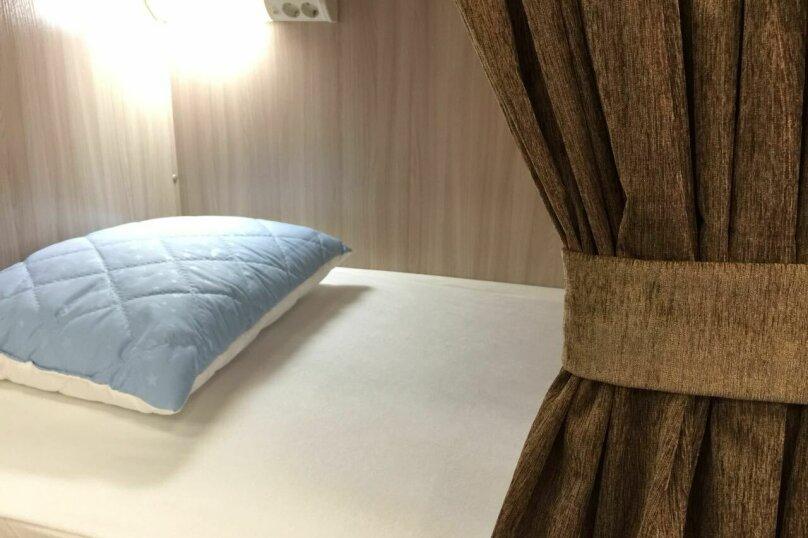 10-местный номер со своим санузлом и душевой, улица Свердлова, 1В, Тольятти - Фотография 1
