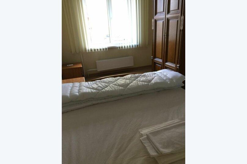 2-местный номер с общей душевой и санузлами, улица Свердлова, 1В, Тольятти - Фотография 1