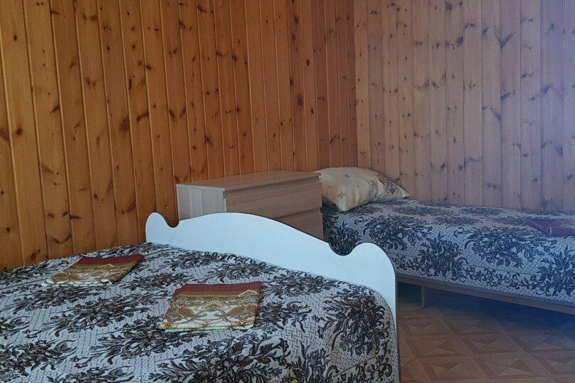 """4-х местный с двухспальной кроватью и 2 односпальными кроватями, Центральная улица, 2 """"Д"""", Витязево - Фотография 3"""