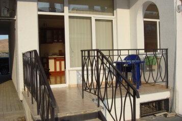 Апартаменты в новом коттедже, улица Ленина на 2 номера - Фотография 1