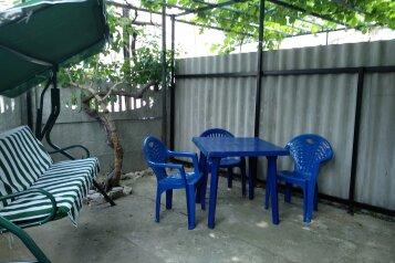 Дом с отдельным двором , 30 кв.м. на 5 человек, 1 спальня, улица 8 Марта, 12, Феодосия - Фотография 1