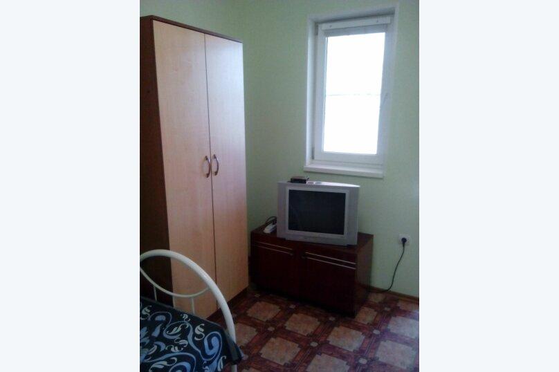 Номера двухместные на первом этаже(количество-2-а), улица Седина, 9, Ейск - Фотография 12