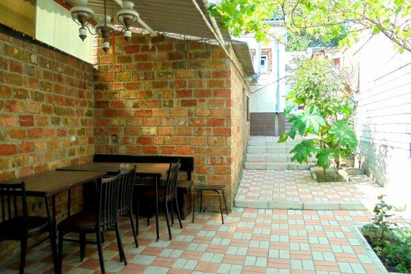 Отдельный дом со своим двором и гаражом, без хозяев., 60 кв.м. на 8 человек, 3 спальни, Лысогорный переулок, 4, Феодосия - Фотография 1