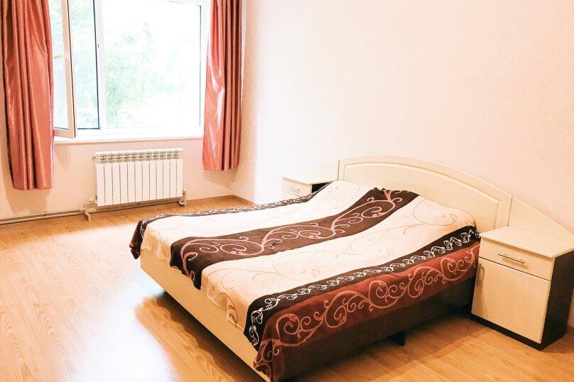 """Гостевой дом """"Стефания"""", Кленовая улица, 37 на 4 комнаты - Фотография 1"""