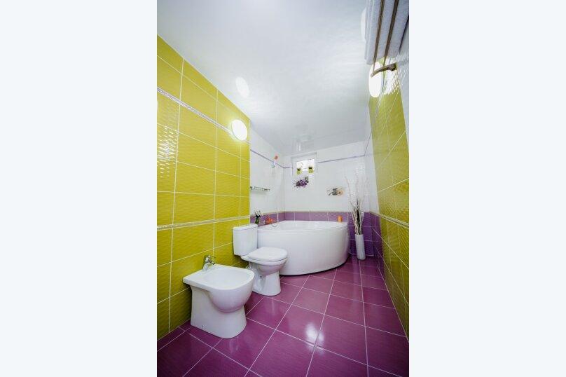 Дом для отдыха с 2 бассейнами , 60 кв.м. на 8 человек, 1 спальня, улица Островского, 56, Геленджик - Фотография 2