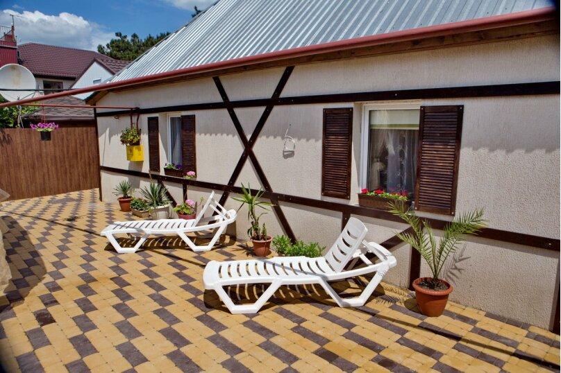 Дом для отдыха с 2 бассейнами , 60 кв.м. на 8 человек, 1 спальня, улица Островского, 56, Геленджик - Фотография 1