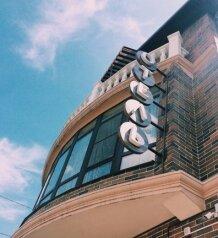 Отель, улица Володи Головатого на 8 номеров - Фотография 1
