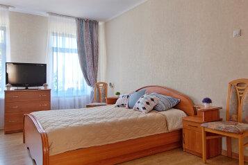 2-комн. квартира, 50 кв.м. на 6 человек, Томская улица, 6, Калининград - Фотография 1