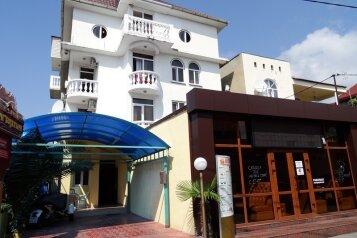 Гостиница , улица Чкалова на 12 номеров - Фотография 1