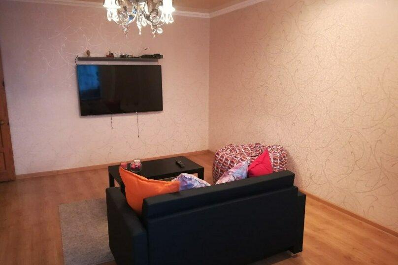 3-комн. квартира, 65 кв.м. на 6 человек, проспект Победы, 72А, Казань - Фотография 1