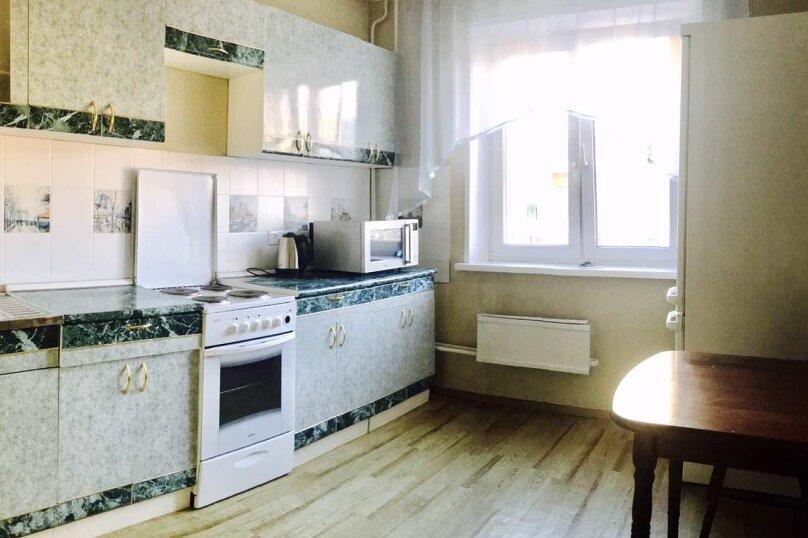 1-комн. квартира, 36 кв.м. на 4 человека, улица Алексеева, 111, Красноярск - Фотография 4