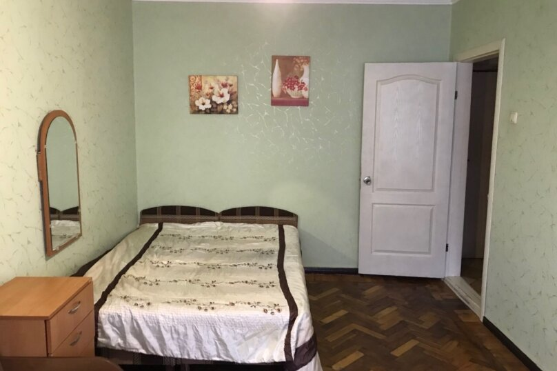 1-комн. квартира, 30 кв.м. на 4 человека, улица Назукина, 2, Феодосия - Фотография 1