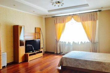 1-комн. квартира, 55 кв.м. на 4 человека, улица Батурина, Красноярск - Фотография 1