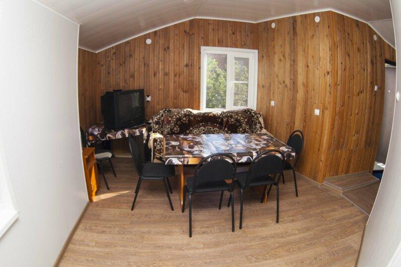 Дом с 3 спальнями , 120 кв.м. на 8 человек, 3 спальни, Победы , 150, Ейск - Фотография 14