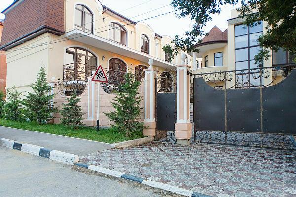 Гостевой дом, улица Короленко, 4 на 19 номеров - Фотография 1