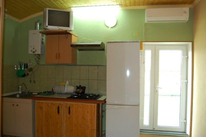 Сдам 3 комнатный дом (2 этаж), 55 кв.м. на 10 человек, 3 спальни, улица Рылеева, 6, Евпатория - Фотография 16