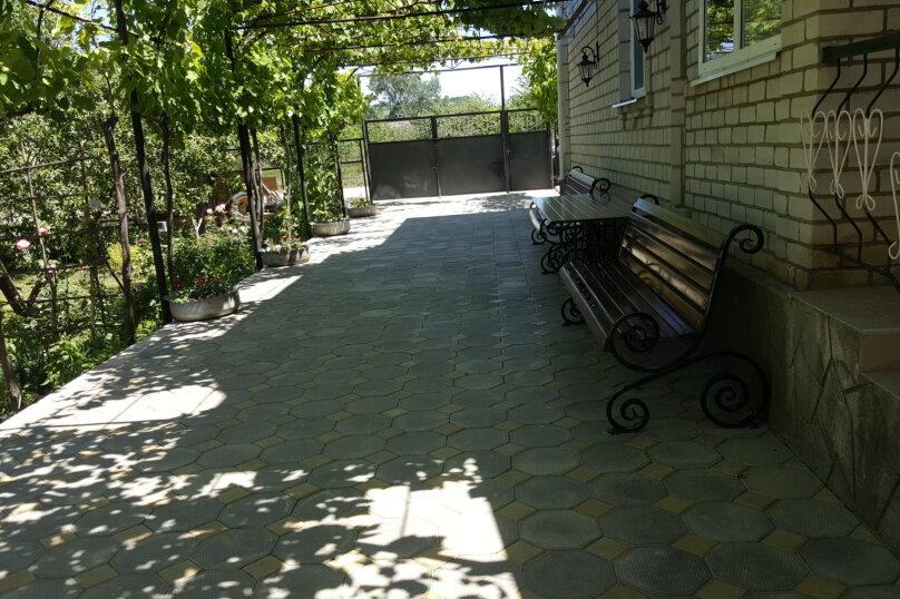 Гостевой дом Цветущий сад, Советская улица, 200 на 10 комнат - Фотография 13