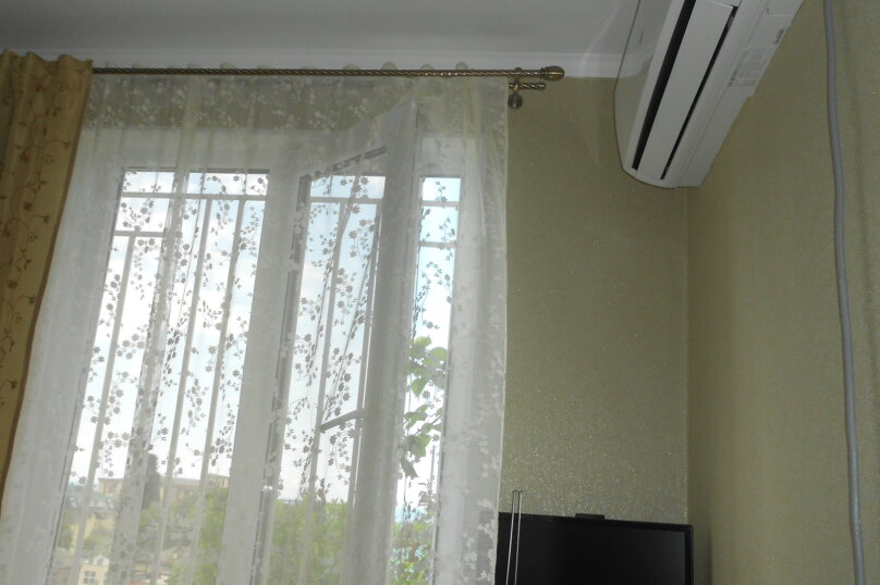 Уютный дом в центре Гагры, Апсны, 25-а на 7 комнат - Фотография 17