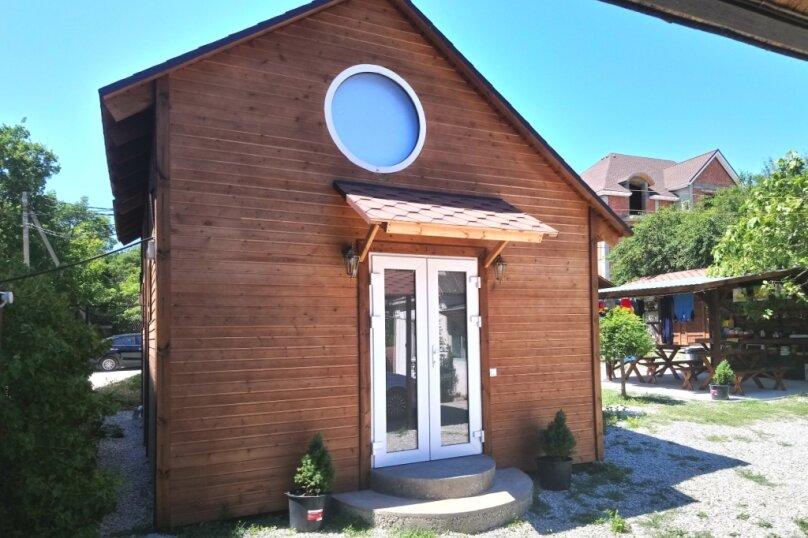 Двухуровневый маленький деревянный домик на берегу моря., 15 кв.м. на 4 человека, 1 спальня, улица Герцена, 25, Геленджик - Фотография 1