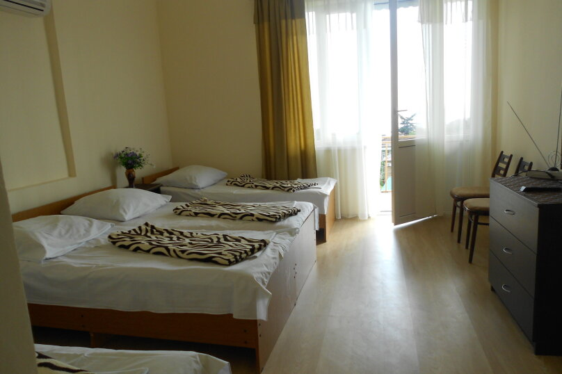 Уютный дом в центре Гагры, Апсны, 25-а на 7 комнат - Фотография 6